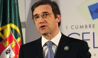 Portugal's Prime Minister Pedro Passos Coelho delivers a news conference during the summit of the Community of Latin American, Caribbean States and European Union in Santiago