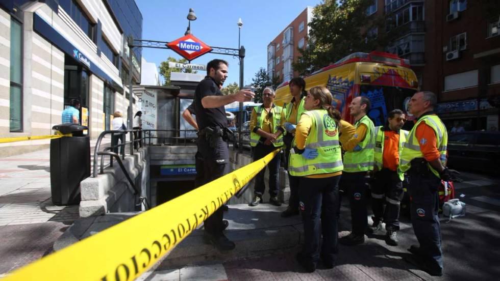 Exterior del metro en El Carmen (Madrid). FOTO: ÁLVARO GARCÍA / El País