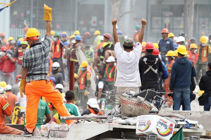 Unidades de rescate en México. Foto:Efe