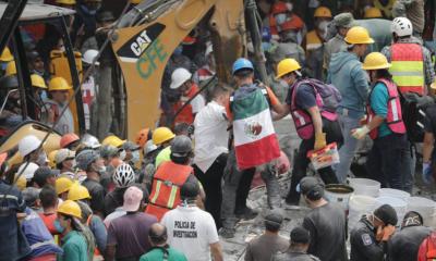 Grupos de rescate y voluntarios continúan con las labores de búsqueda de desaparecidos por el terremoto de México (EFE)