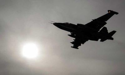 Avión Su-25 siendo bombardeado por las fuerzas de Al Qaeda.  Fuente: firstpost