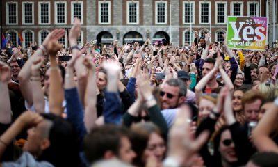 Votantes celebran el resultado el pasado domingo en Dublín.  REUTERS/Max Rossi
