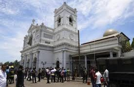 Esta imagen representa la destrucción de una iglesia cristiana después de haber sido atacada por islamistas radicales.
