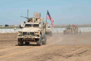Las fuerzas militares estadounidenses y turcas realizan una patrulla conjunta dentro del área del mecanismo de seguridad en el noreste de Siria Fuente: Reuters