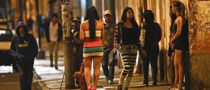 Prostitutas trabajando en la calle. Foto: Última hora