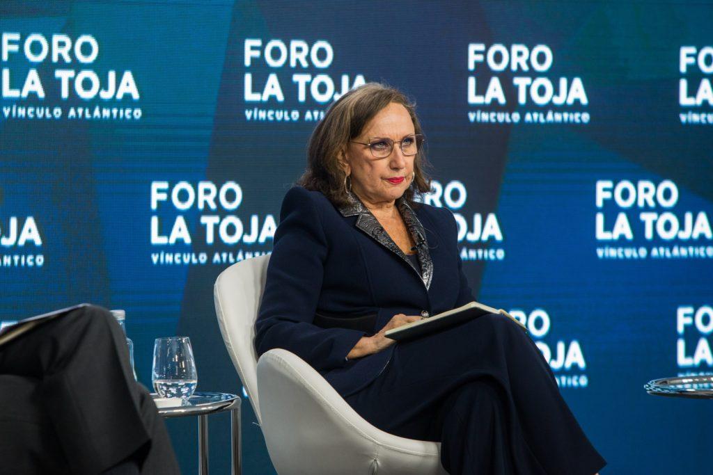 """Rebeca Grynspan de la Secretaría General Iberoamericana en la mesa redonda """"El mundo que viene, ¿Nada será igual? durante el II Foro La Toja - Vínculo Atlántico."""